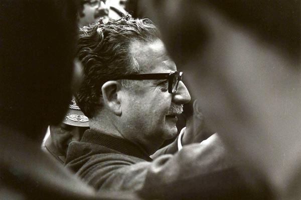 Salvador Allendechez les Mapuches au sud du Chili (1971)